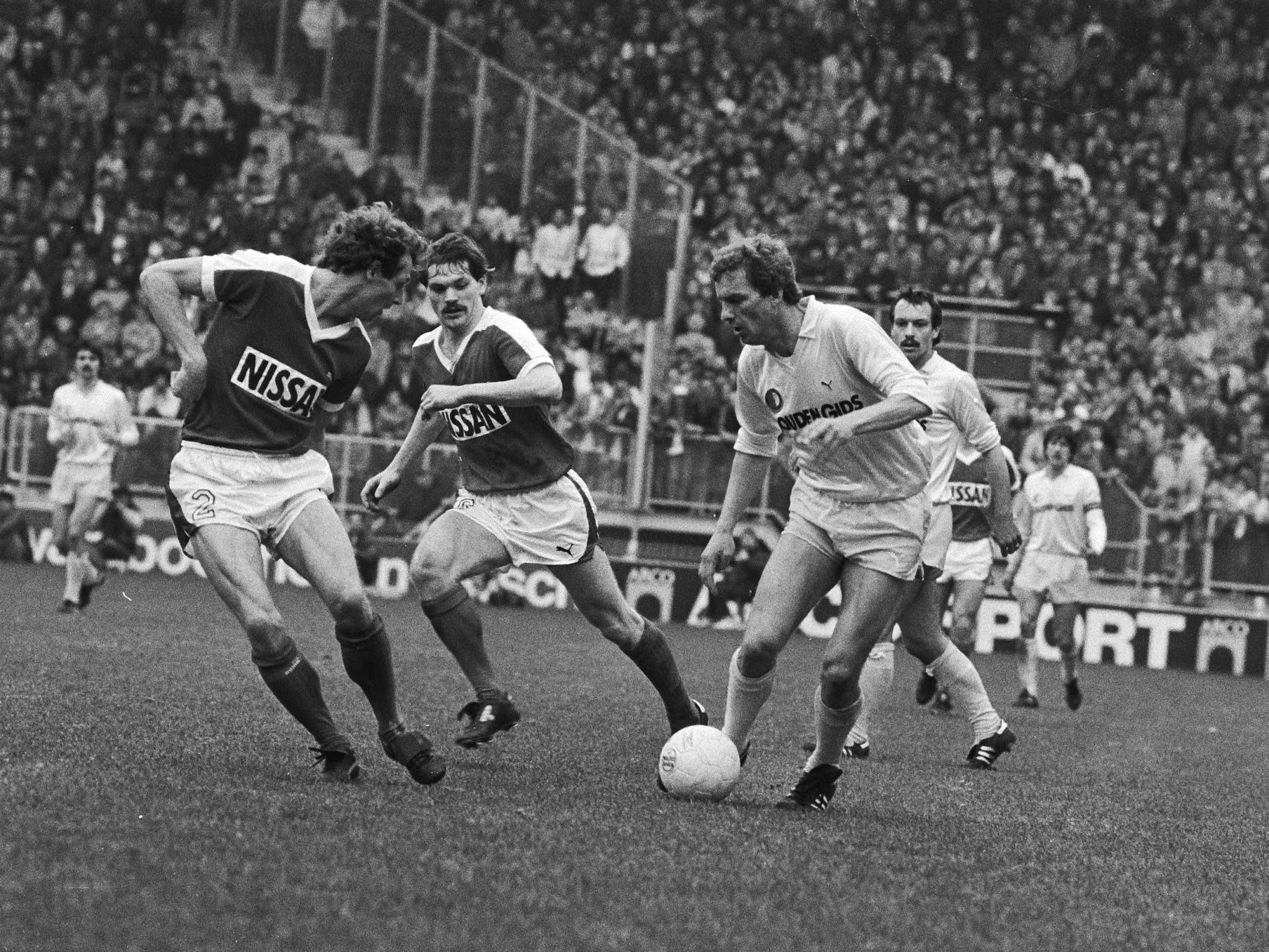 Pierre Vermeulen aan de bal tegen Utrecht