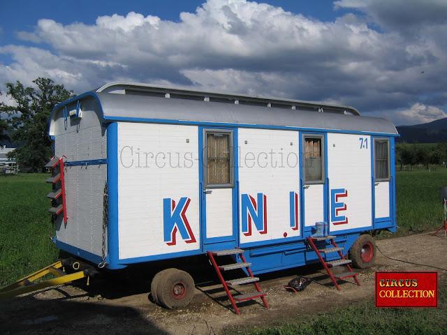 roulotte a trois compartiments couchettes pour loger 6 employés