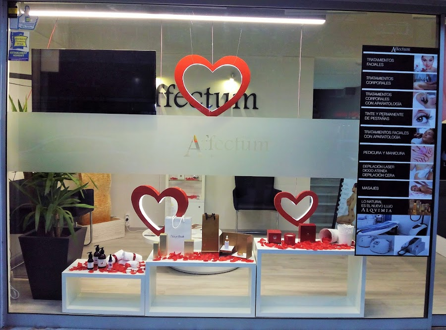escaparate san valentin affectum corazones de luz
