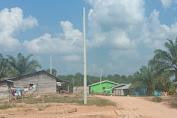 Sudah 2 Tahun Kabel Tiang Listrik di Dusun Bukit Bulan Desa Pemayungan Belum Dipasang