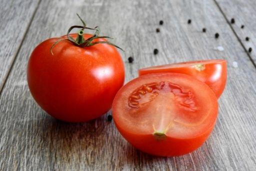 Kompres mata dengan tomat