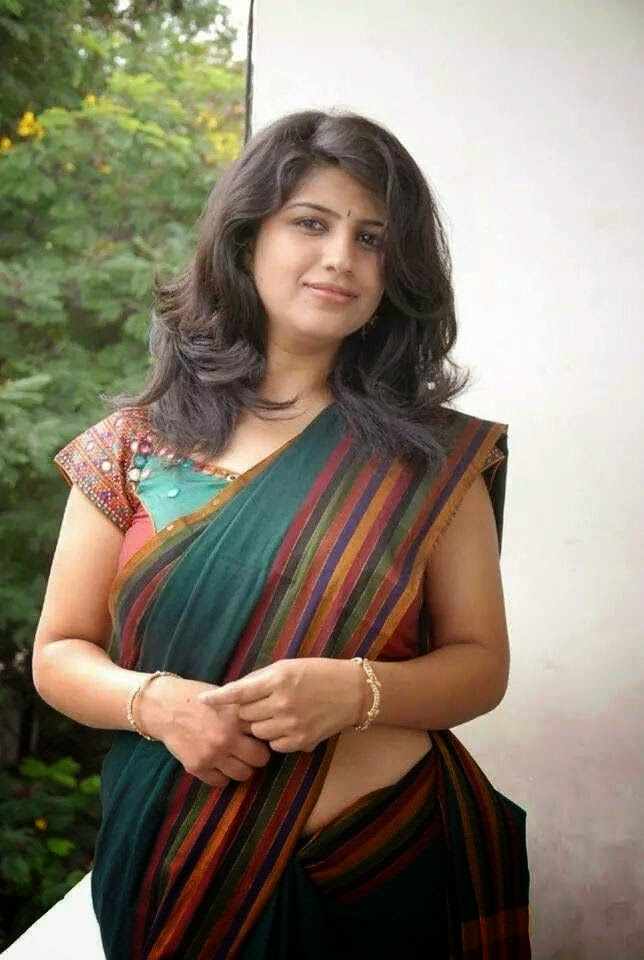 Sexy Bhabhi Aunty Photo