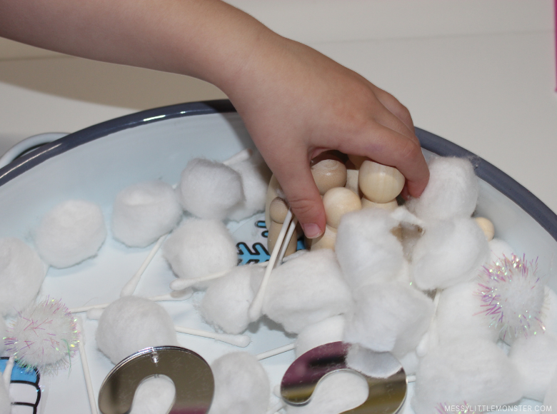 winter sensory table for toddlers