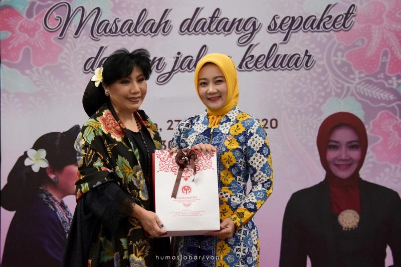"""Atalia Ridwan Kamil Buka Seminar UMKM """"Dari Hati ke Hati bersama Anne Avantie"""""""