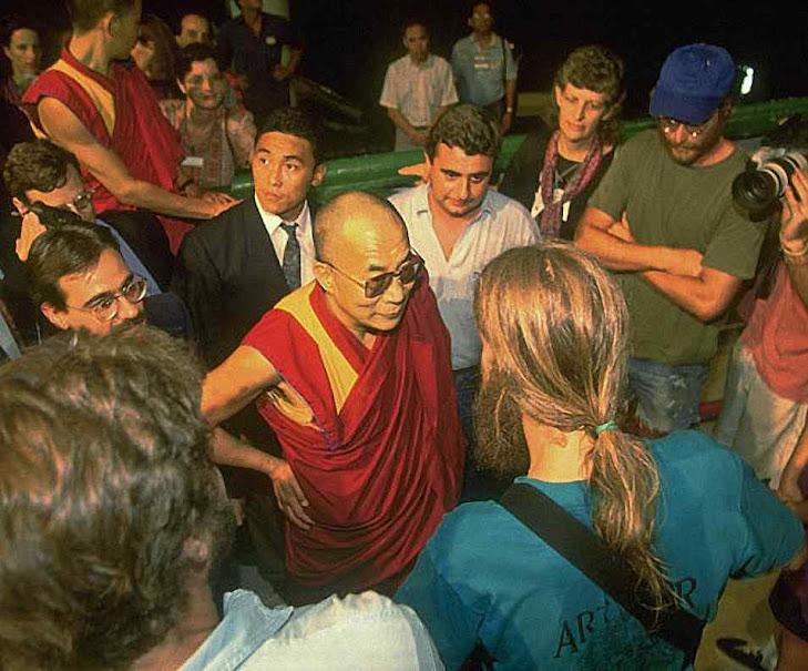 Em torno do Dalai Lama dizia-se que ele era o Papa 'da outra metade do mundo'. A bem dizer da metade inferior, ou abismos infernais. Assim representou melhor o deus da nova religião comum da Terra.