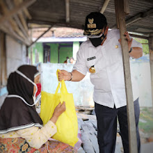 Gubernur Arinal Serahkan Bantuan untuk Pekerja Bongkar Muat dan Para Nelayan