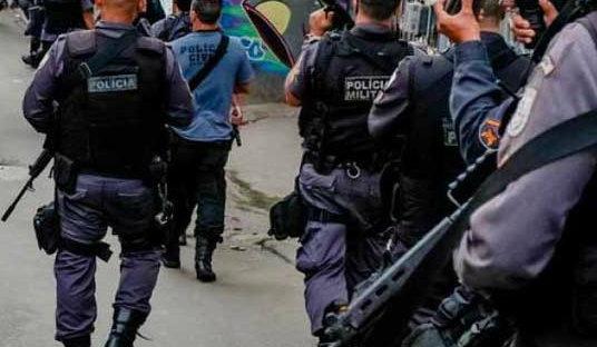 Polícia realiza operação em duas comunidades em Belford Roxo