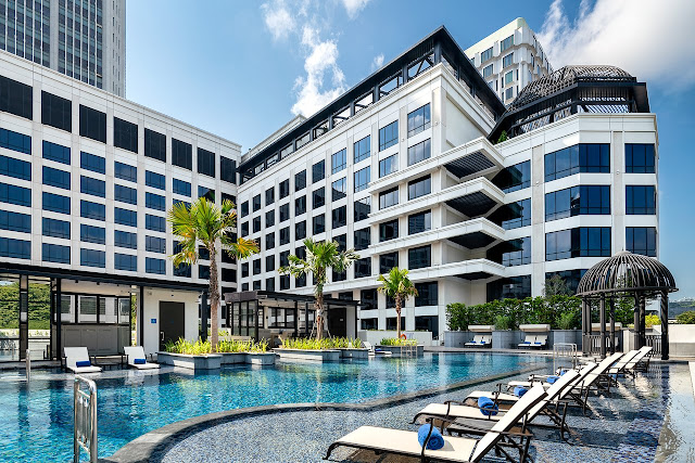 Grand Park City Hall, a luxury hotel in the city centre of Singapore, is located within the Central Business District near Marina Bay and Gardens by the Bay.