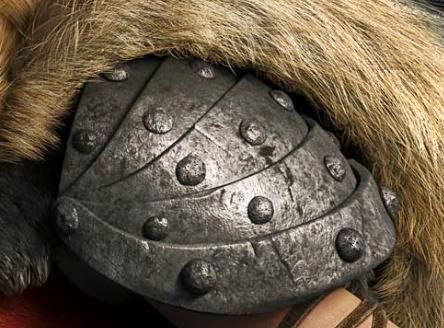 Picture of Astrid's shoulder armor