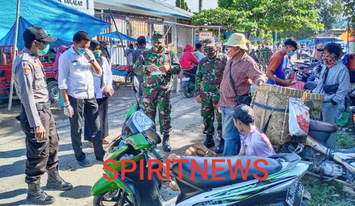 Binmas Bersama Babinsa, Unsur  Kesehatan, Gelar Sosialisasi Tatanan Hidup Baru, Kepada Warga Di Pasar Desa Bontorita