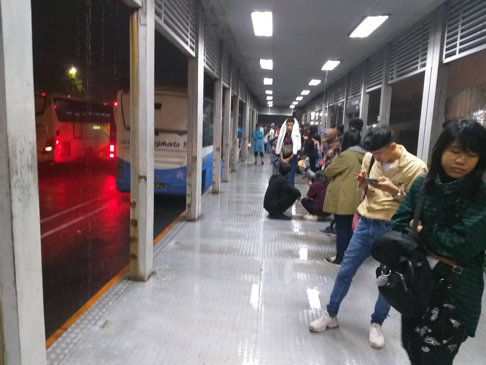 Kondisi Halte Busway Transjakarta Terminal Kalideres