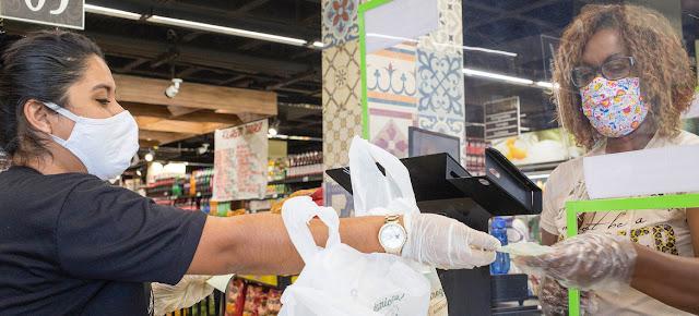 Un supermercado en Brasil, durante la pandemia de COVID-19.PAHO/Karina Zambrana