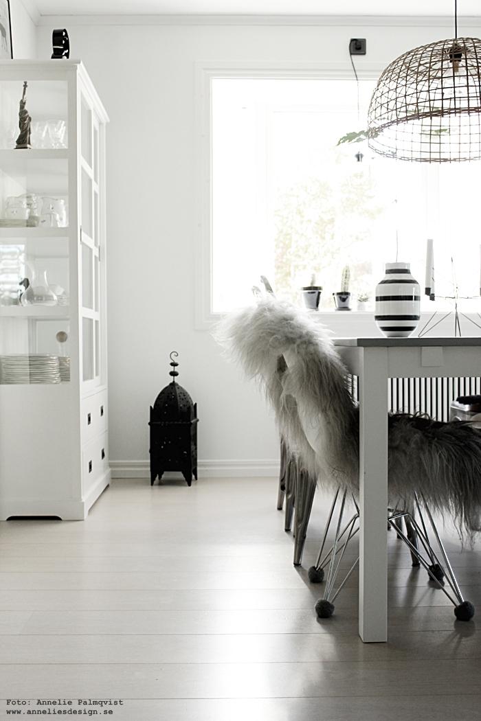 isländska fårskinn, skinn, fäll, svart och vitt, svartvit,s vartvita, gråmelerade, gråa, svarta, vita, vitt, vit, matsal, matgrupp, kök, köket, köksstolar, annelies design, webbutik, nettbutikk, webbutik, nätbutik, nätbutiker, inredning,