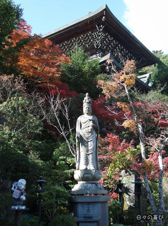 Temple, statue et momiji, temple Daisho-in, Miyajima, Hiroshima-ken