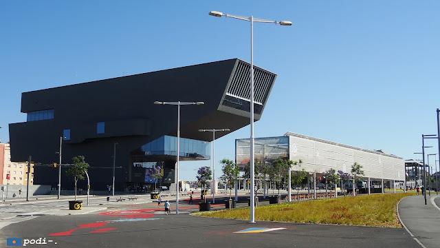 museu del disseny, conegut com la grapadora, a la plaça de les glòries catalanes