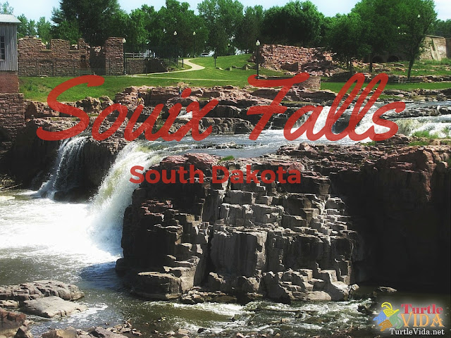 The first stop of our road trip from Minnesota to Washington was in Sioux Falls, South Dakota.