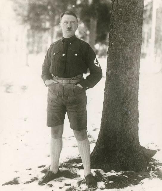 Адольф Гитлер в 1927 году