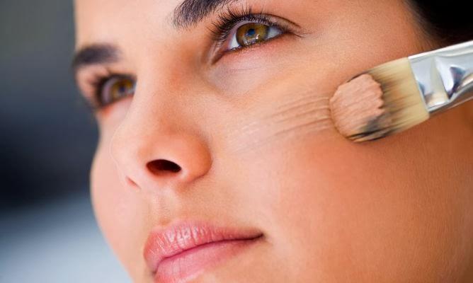 8e7172657 Aplica tu base como de costumbre, y aplica sobre la zona problemática sin  reparos. Si es para uso diario, asegúrate de que deje respirar tu piel ...