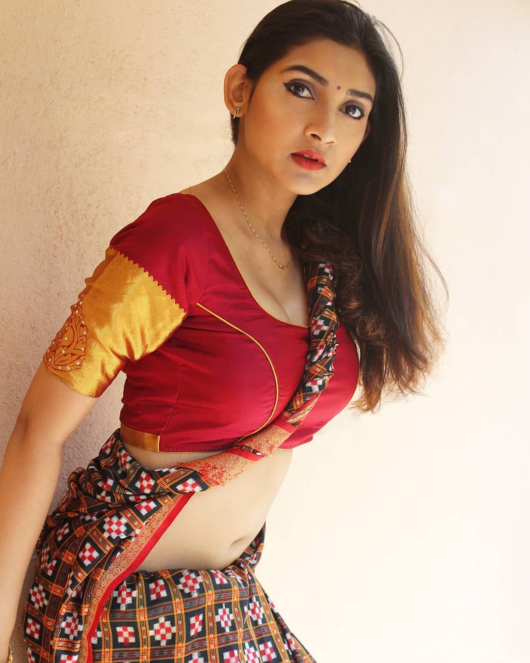 Model Biss Hot Saree Photoshoot Pictures