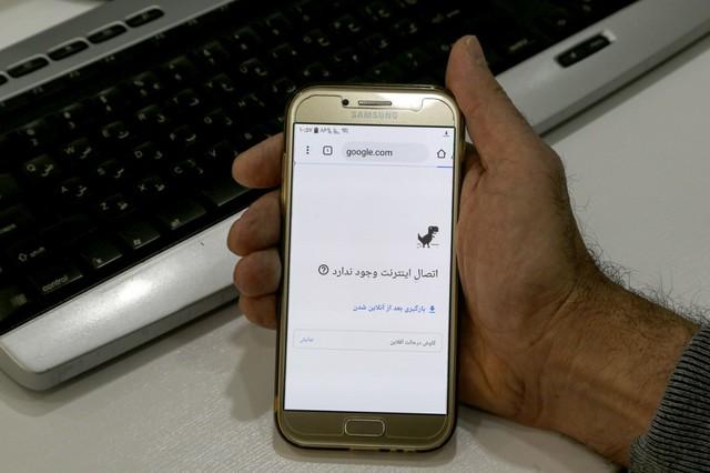 إيران تقيد خدمة الإنترنت