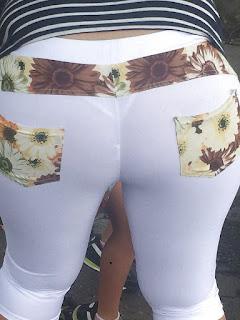 Mujeres lindas ropa transparente marcando tanga