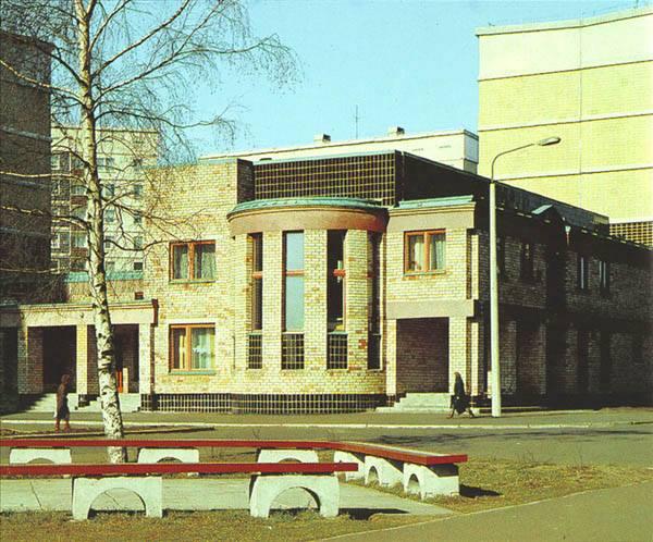 Vladimirs Neilands. Veļas mazgātavas ēka Zolitūdē, 1988 (projekts - 1984). Attēls no grāmatas Rīgas arhitektūra (1989)