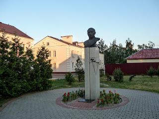 Лунинець. Пам'ятник  поету і письменнику Якубу Коласу