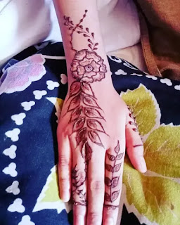 Simple_big_flowers_with_leaves_mehndi_design