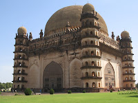 Information About Gol Gumbaz in Hindi