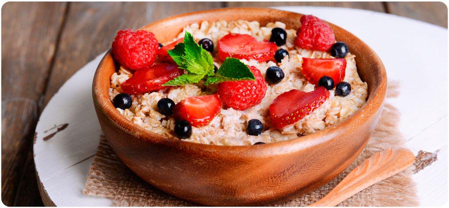 Desayuno Porridge de avena con frutas