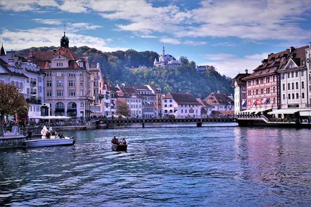 Gambar Pemandangan Alam Indah di Swiss Tepi Danau Kota Luzern