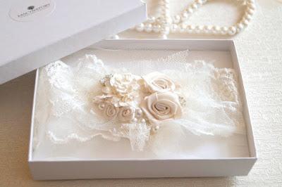 podwiązka ślubna ecru vintage ręcznie wyszywana kwiatami stylowe dodatki ślubne blogger