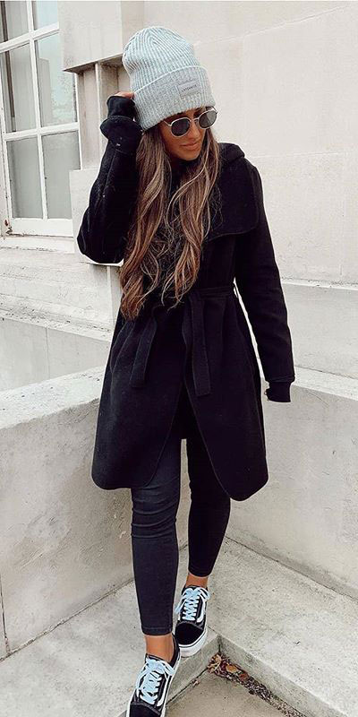 Looking for casual winter outfits? Consider these 23 Fabulous Winter Outfits To Get You Through The Season with Style. Fashion for Women via higiggle.com | black coat with sneakers | #winter #fashion #coat #jeans