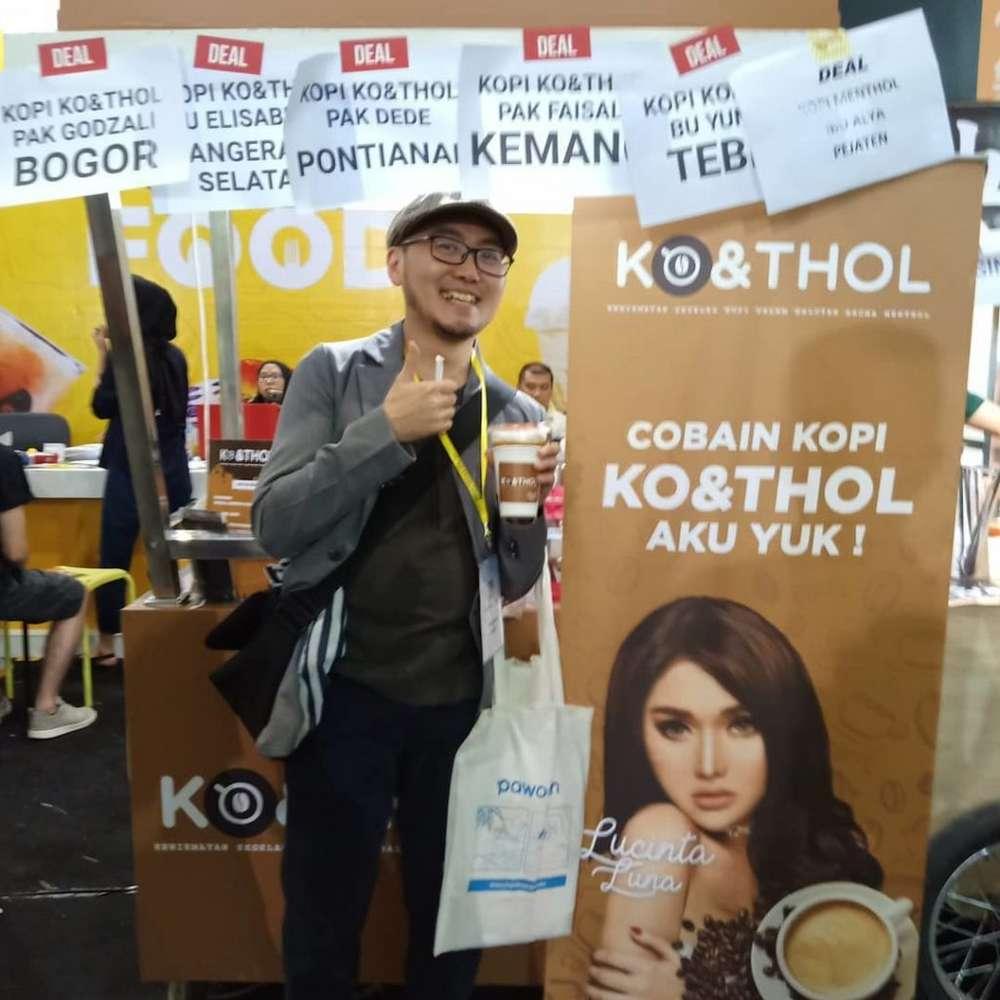 Kopi KO&THOL Lucinta Luna (travelingyuk.com)