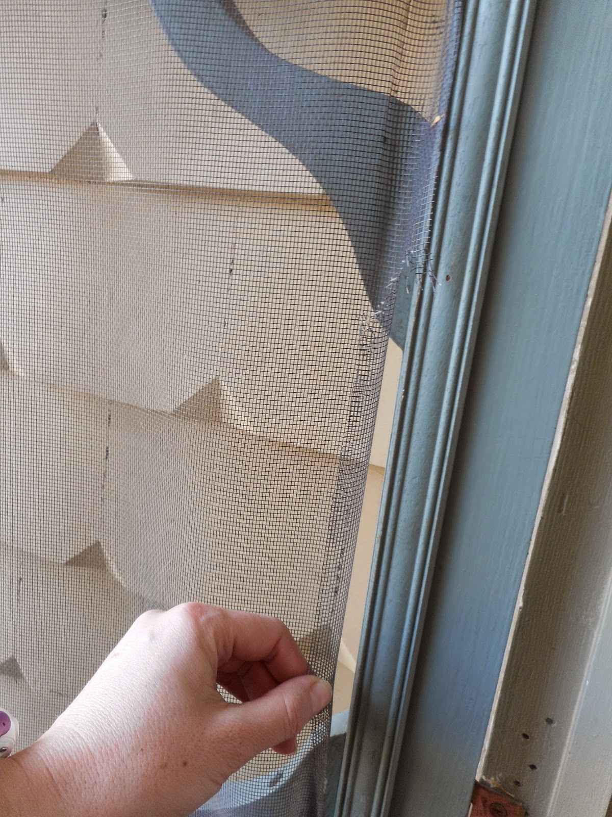 This Little Yellow House : Fixing the fly screen door