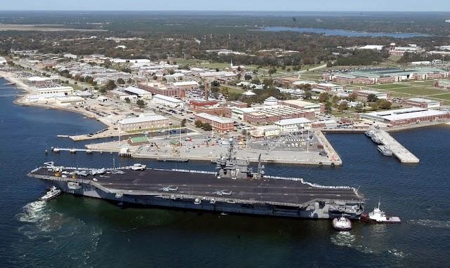 Homem mata 3 em base naval na Flórida e é morto em seguida