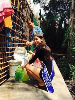 Ratu Kecantikan Thailand Tidak Malu Berlutut di Hadapan ibunya