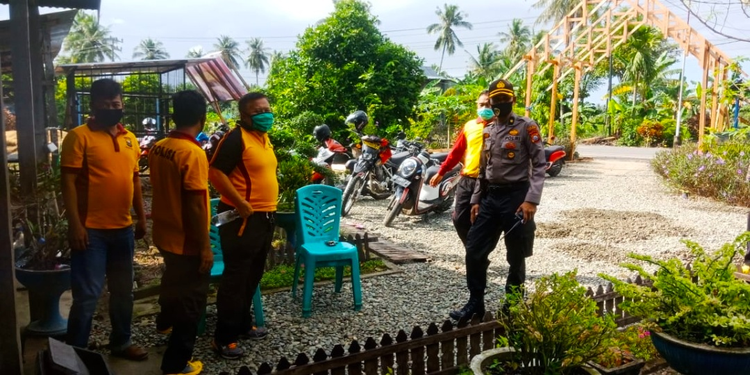 Kabag Ren Polres Sidrap saat berkunjung di Posko Balla Ewako di Desa Carawali, Kecamatan Wattang, Sidrap.