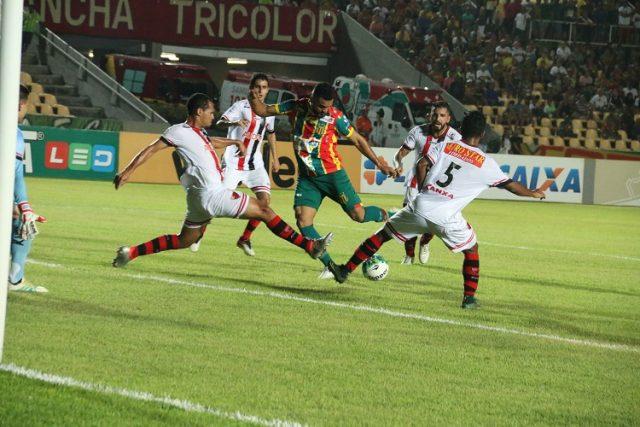 Sampaio sofre gol no fim e tropeça diante do Oeste