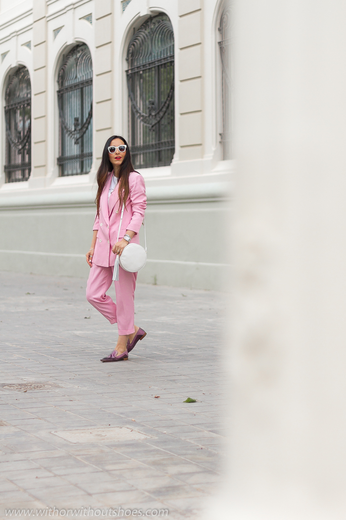 Streetstyle Outfit look oficina con traje tosa blazer cruzada Zara y zapatos mocasines slippers Fratelli Rossetti