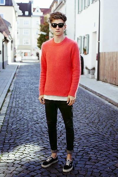 look masculino com suéter laranja