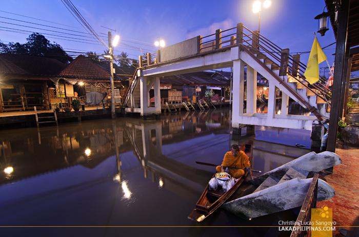Amphawa Floating Market at Dawn