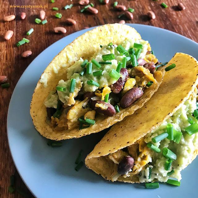 taco shells z jajecznicą i guacamole