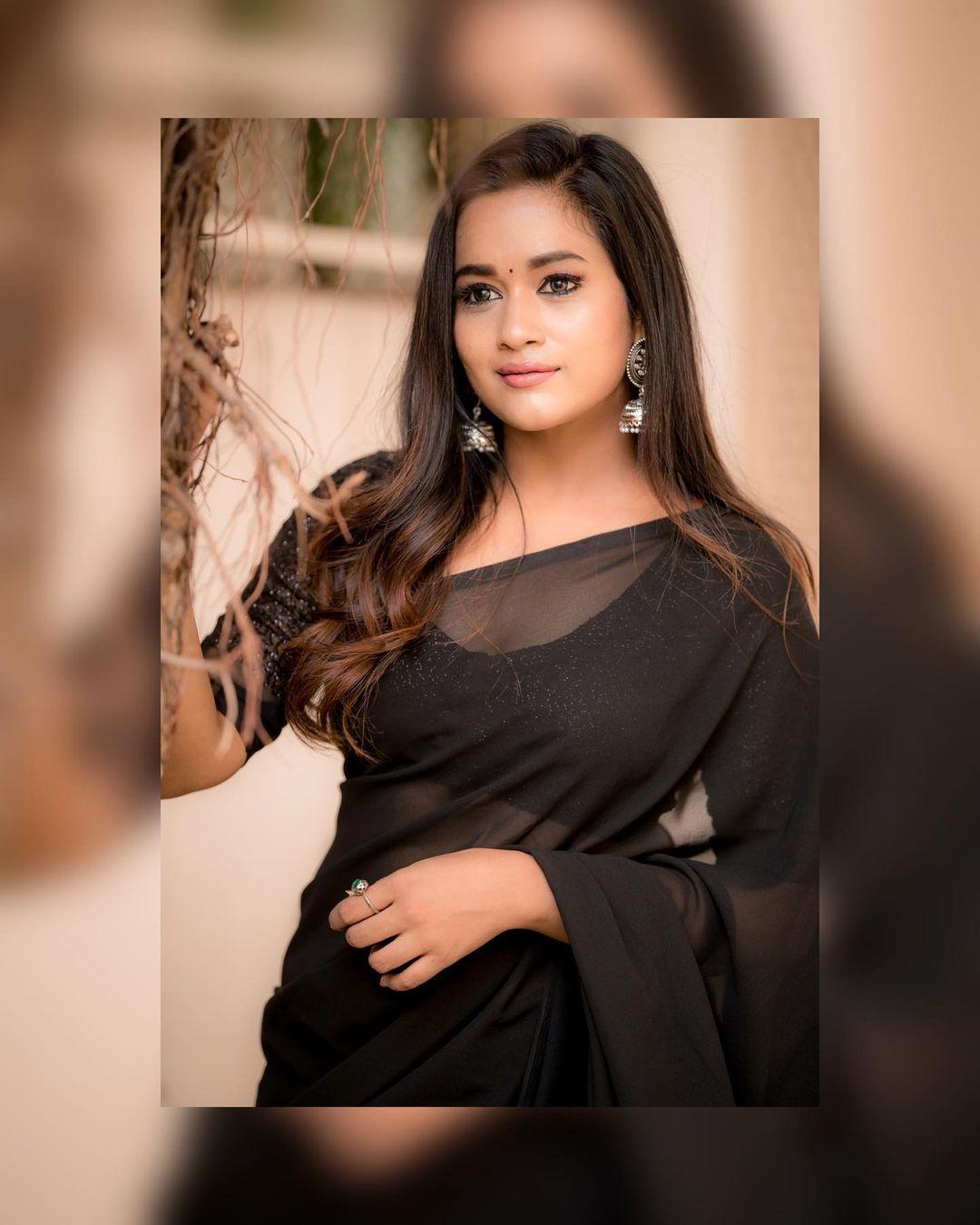 Actress Kaavya Arivumani Latest Photos In Black Saree