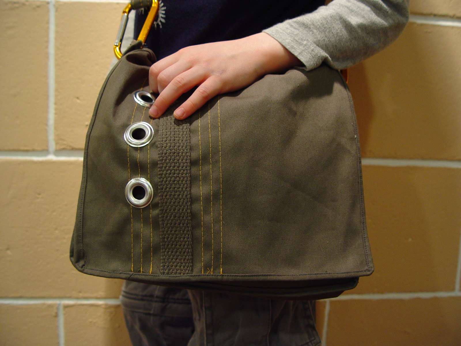 Top Guest Tutorial: Messenger Bag by Vanessa - Made By Rae RE59