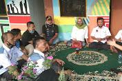 Forum RT-RW Jakarta Barat Memberikan Bantuan Pada Warga Korban Kebakaran di Cengkareng Timur.