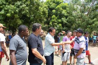 Dr. Humberto e Priscilla Louro prestigiam torneios de futebol no interior de Pedreiras.