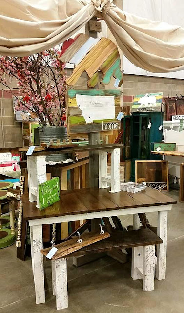 show, display, vintage, rustic, barnwood, Beyond the Picket Fence, Montana, signs, furniture, http://bec4-beyondthepicketfence.blogspot.com/2016/04/another-show-in-books.html