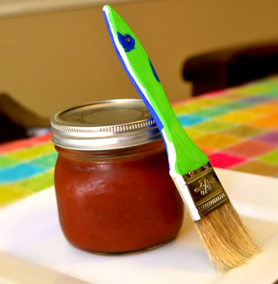 Homemade BBQ sauce and painbruch