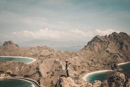 Trekking Menuju Puncak Pulau Padar